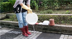 近期隨西南氣流帶來豪雨,提醒民眾雨後清理家園注意手部、腳部防護及飲食、環境衛生,避免感染傳染病